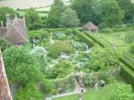 en_kent_sissinghurst_tower_view_to_whitegarden1